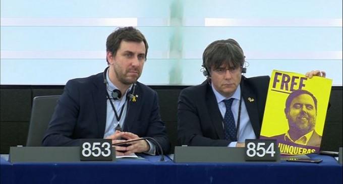 La UE permite a Puigdemont ser eurodiputado<br><span style='color:#006EAF;font-size:12px;'>CON LA INMUNIDAD PODRÁ VENIR A ESPAÑA</span>