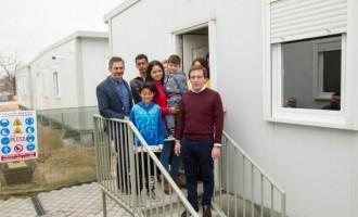 """Llegan los primeros refugiados a Vallecas: """"Imagina no tener nada y encontrarte una casa hasta con cuadros""""<br><span style='color:#006EAF;font-size:12px;'>REFUGIADOS ¿DE COLOMBIA?</span>"""