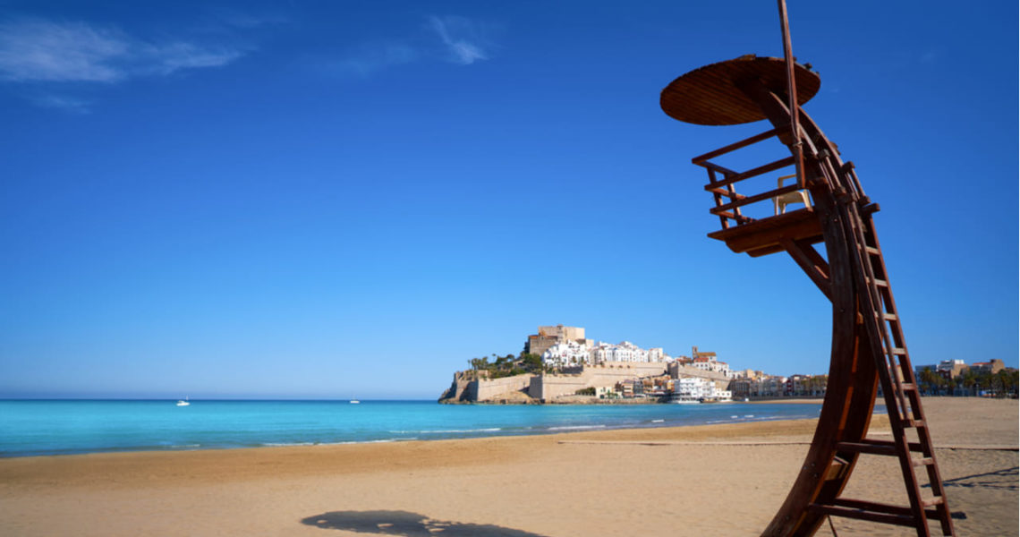 Playa de Peñiscola (Castellón) vacía esta Semana Santa.
