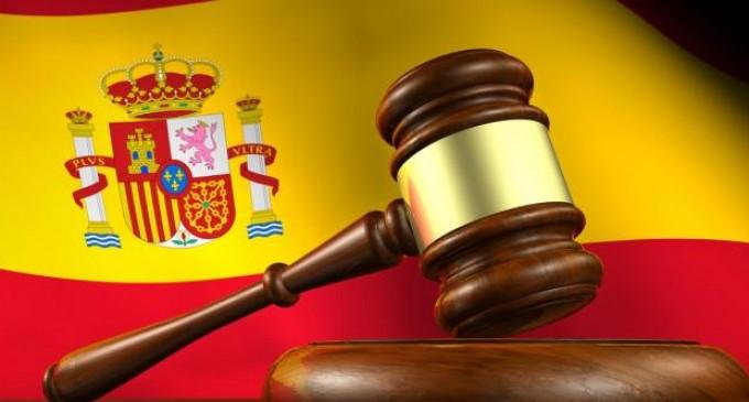La Ley y el Coronavirus: Una Constitución de hecho y otra de Derecho<br><span style='color:#006EAF;font-size:12px;'>VÍCTOR LACAMBRA</span>