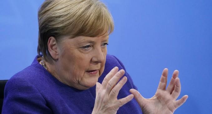 """Angela Merkel, rotunda: """"El Estado-nación no tiene futuro""""<br><span style='color:#006EAF;font-size:12px;'>LA UNIÓN EUROPEA: ENEMIGA DE ESPAÑA</span>"""