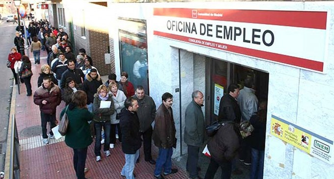 La crisis del coronavirus manda al paro a 724.500 personas en España<br><span style='color:#006EAF;font-size:12px;'>MÁS RESTRICCIONES</span>