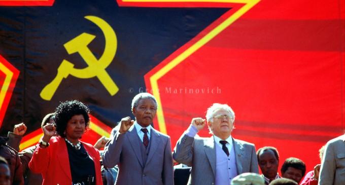 La agonía de los granjeros blancos en la Sudáfrica del CNA<br><span style='color:#006EAF;font-size:12px;'>MILES DE VÍCTIMAS</span>