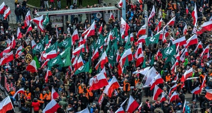 Ahora Polonia: sigue la persecución de los patriotas en Europa<br><span style='color:#006EAF;font-size:12px;'>QUIEREN ILEGALIZAR A ONR</span>