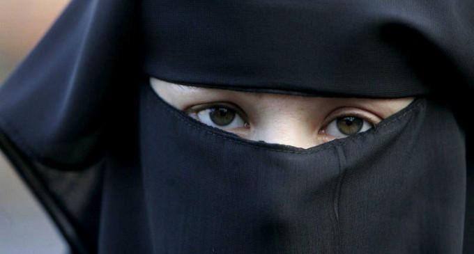 Suiza prohíbe por referéndum el burka y ocultar el rostro en público<br><span style='color:#006EAF;font-size:12px;'>BIEN, PERO INSUFICIENTE</span>