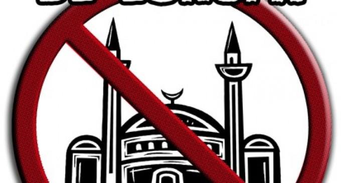 Los musulmanes exigen la cesión municipal de un pabellón en Sevilla para crear una gran mezquita<br><span style='color:#006EAF;font-size:12px;'>STOP ISLAMIZACIÓN DE ESPAÑA</span>