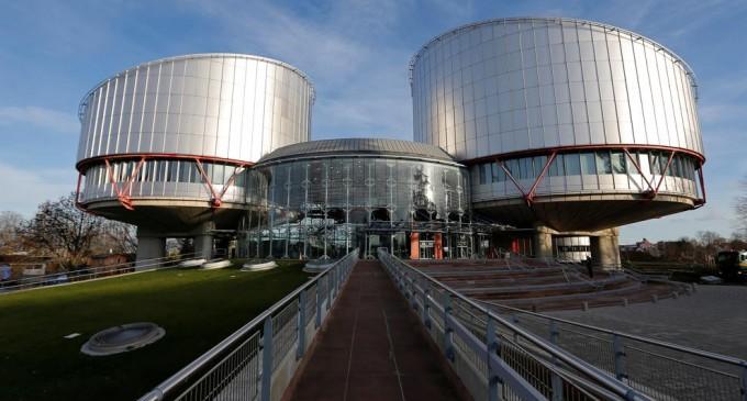 España es condenada por disparidad de criterios del Supremo ante casos idénticos<br><span style='color:#006EAF;font-size:12px;'>DOBLE RASERO: DELITOS DE ODIO</span>