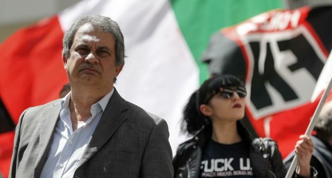 Detenido Roberto Fiore (FN) por protestar contra la dictadura sanitaria italiana<br><span style='color:#006EAF;font-size:12px;'>CONTRA EL PASE COVID EN EL TRABAJO</span>