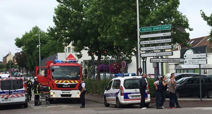 Atentados y disturbios ¿Quién está traicionando a Europa?<br><span style='color:#006EAF;font-size:12px;'>STOP INMIGRACIÓN MASIVA</span>