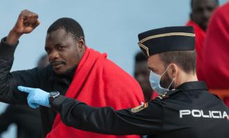 ACNUR advierte a España que se prepare para un desembarco masivo de inmigrantes<br><span style='color:#006EAF;font-size:12px;'>Vuelve el tráfico de esclavos de la mano de la ONU</span>