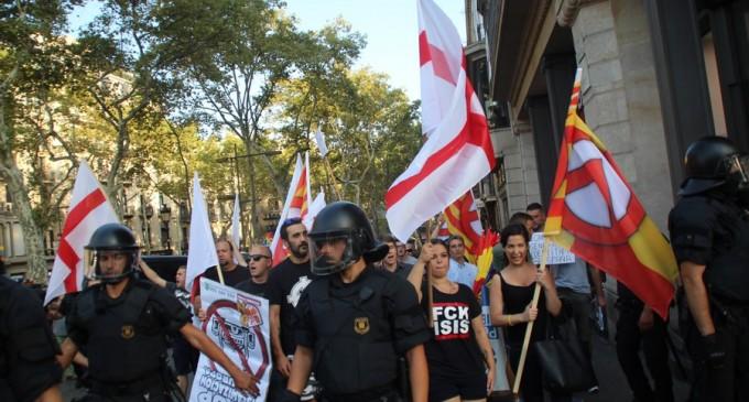 """DN marcha contra atentados islamistas en Cataluña resistiendo al """"circo"""" separatista y CUP<br><span style='color:#006EAF;font-size:12px;'>LAS VOCES DEL PUEBLO</span>"""