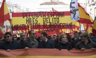 Por empujar a un diputado catalán, 4 años de cárcel. Por agredir a la Policía Nacional, 4 meses<br><span style='color:#006EAF;font-size:12px;'>BLANQUERNA ABSOLUCIÓN</span>